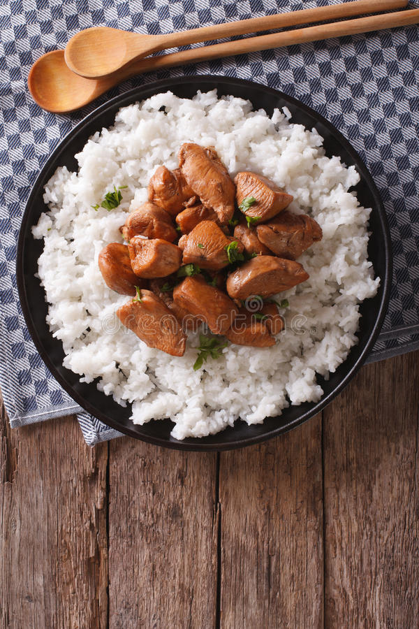 Pollo filipino del Adobo con la opinión vertical del arroz desde arriba fotografía de archivo libre de regalías