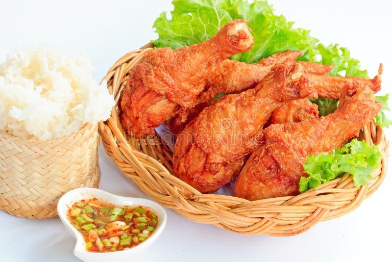 Pollo frito con la salsa picante roja y el arroz pegajoso imágenes de archivo libres de regalías