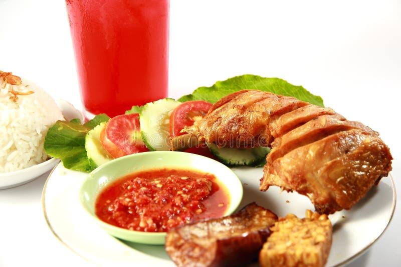 Pollo frito de Indonesia imagen de archivo