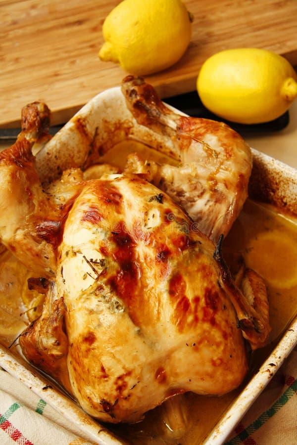 Pollo fritto in vino bianco con calce gialla immagini stock