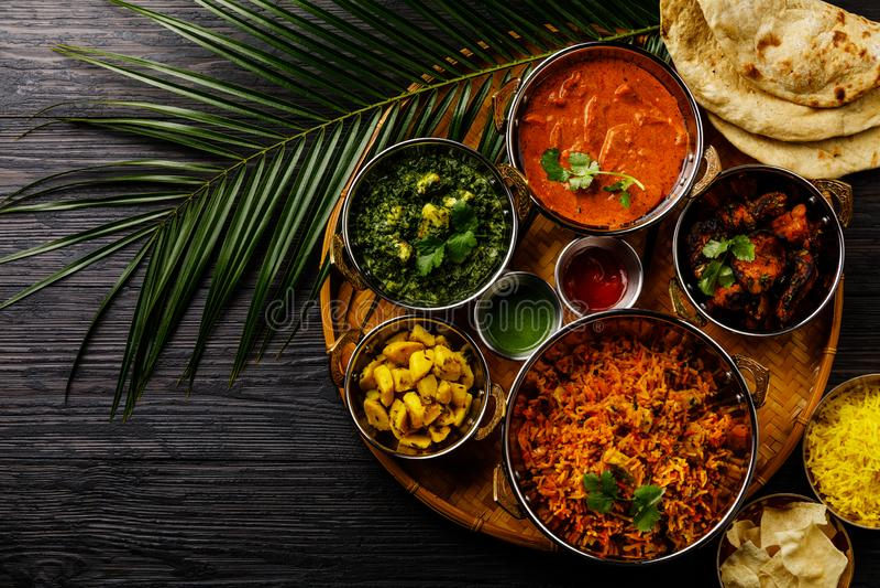 Pollo indiano del burro del curry dell'alimento, Palak Paneer, Chiken Tikka, Biryani, curry di verdure, Papad, dal, Palak Sabji,  immagine stock libera da diritti