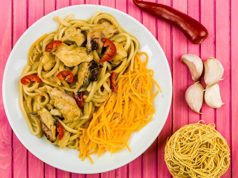Pollo Katsu Curry Noodles With Chilli imagen de archivo libre de regalías