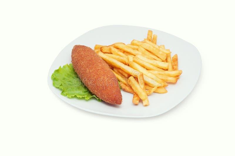 Pollo Kiev con le patate fritte isolate sul piatto bianco immagine stock libera da diritti