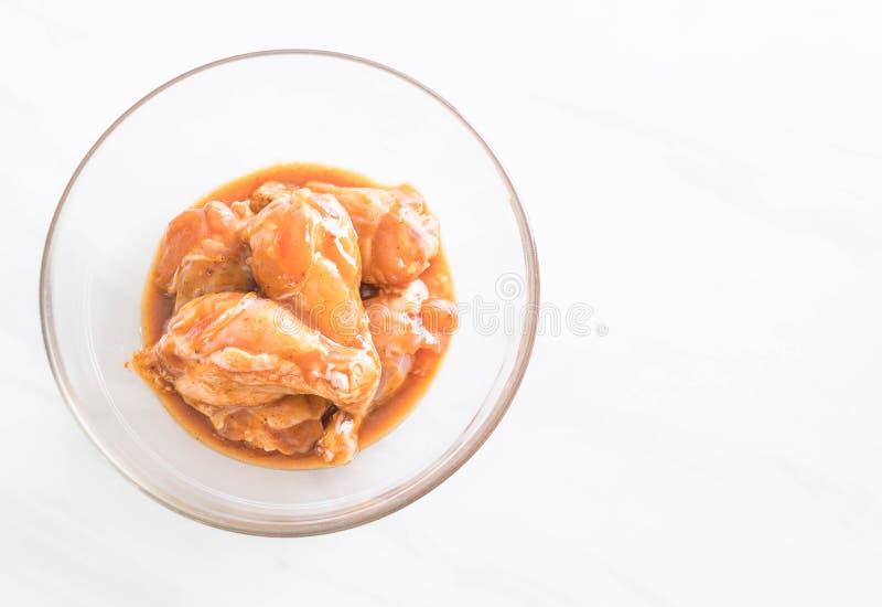 pollo marinato con salsa fotografie stock libere da diritti