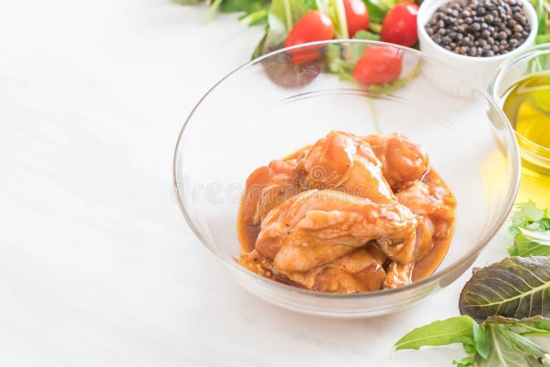 pollo marinato con salsa fotografia stock libera da diritti