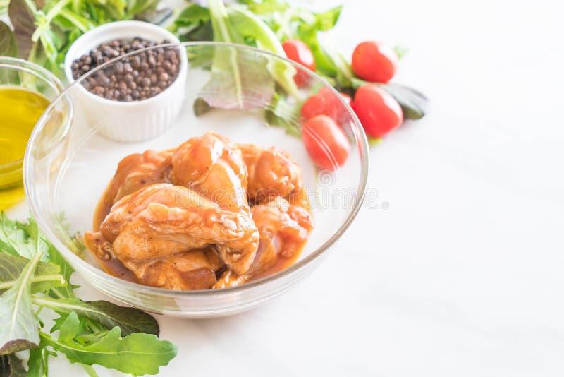 pollo marinato con salsa fotografia stock
