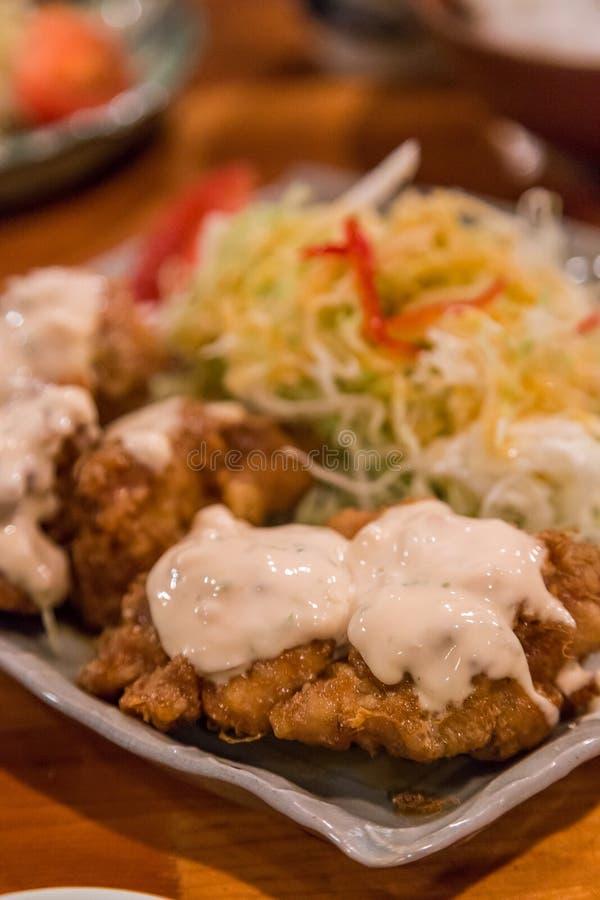 Pollo nanban - pollo infornato profondo con la salsa di tartaro fotografie stock libere da diritti