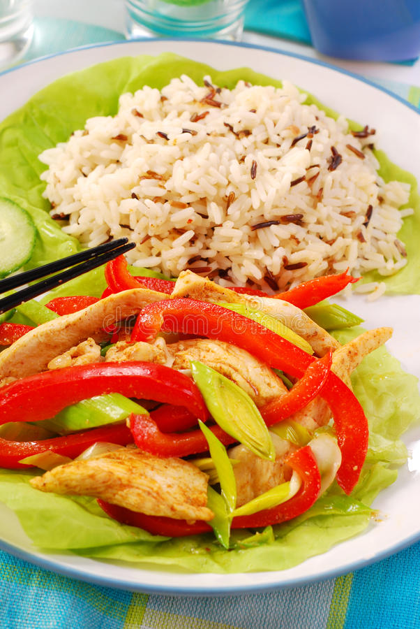 Pollo orientale con le verdure fotografia stock