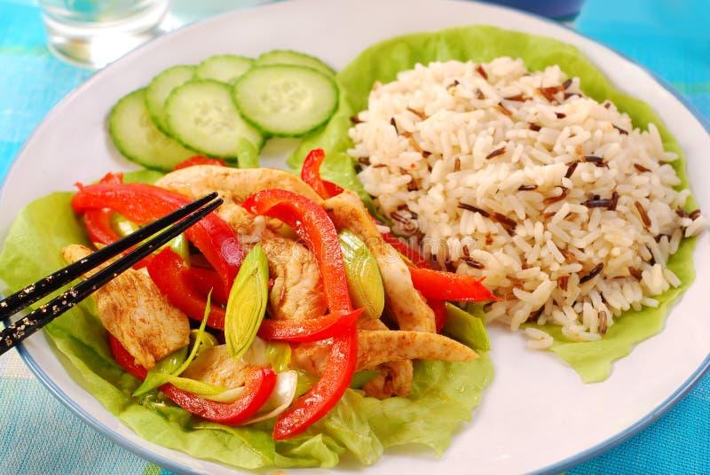 Pollo orientale con le verdure fotografie stock libere da diritti