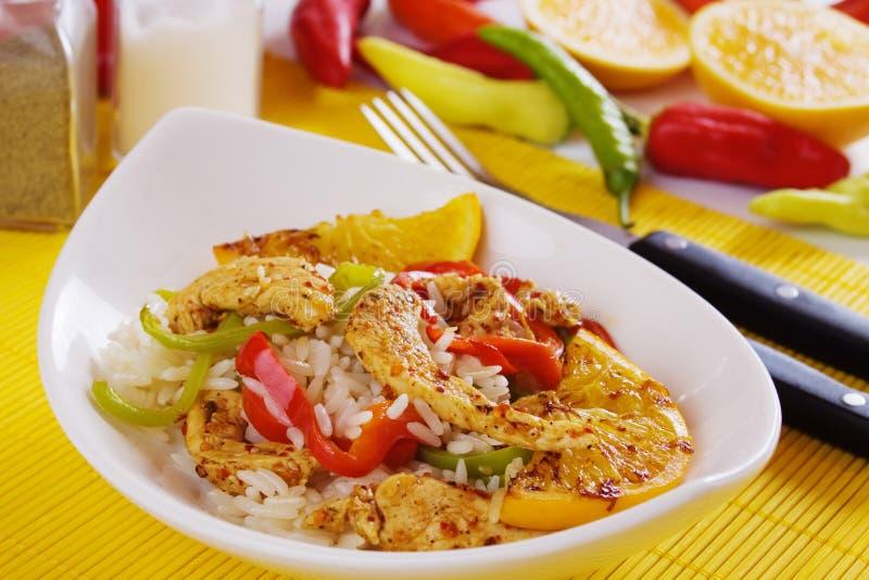 Pollo piccante asiatico con riso e l'arancio fritto fotografie stock