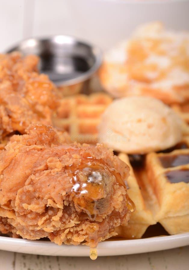 Pollo y galletas foto de archivo libre de regalías
