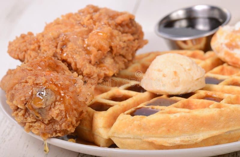 Pollo y galletas foto de archivo