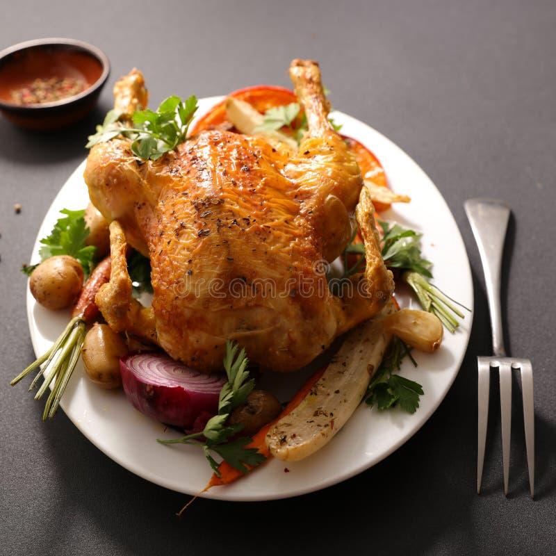 Pollo y verdura cocidos imágenes de archivo libres de regalías