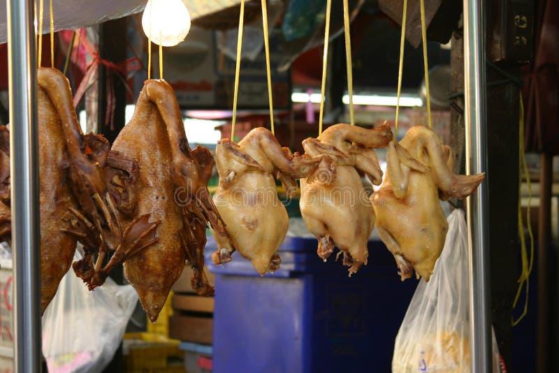Pollos para la venta imagenes de archivo