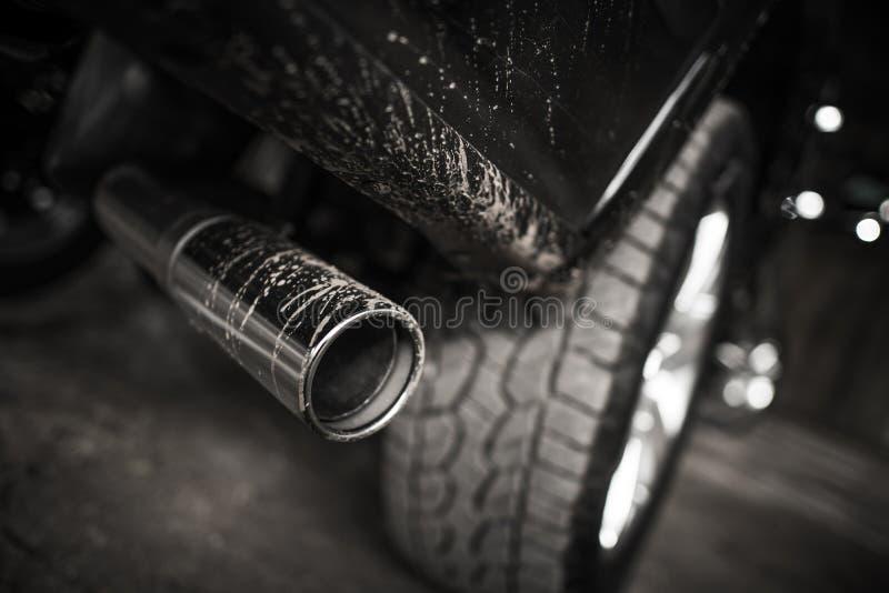 Pollution atmosphérique de moteur diesel de voiture photographie stock libre de droits
