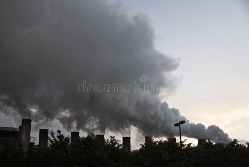 Pollution atmosphérique industrielle image libre de droits