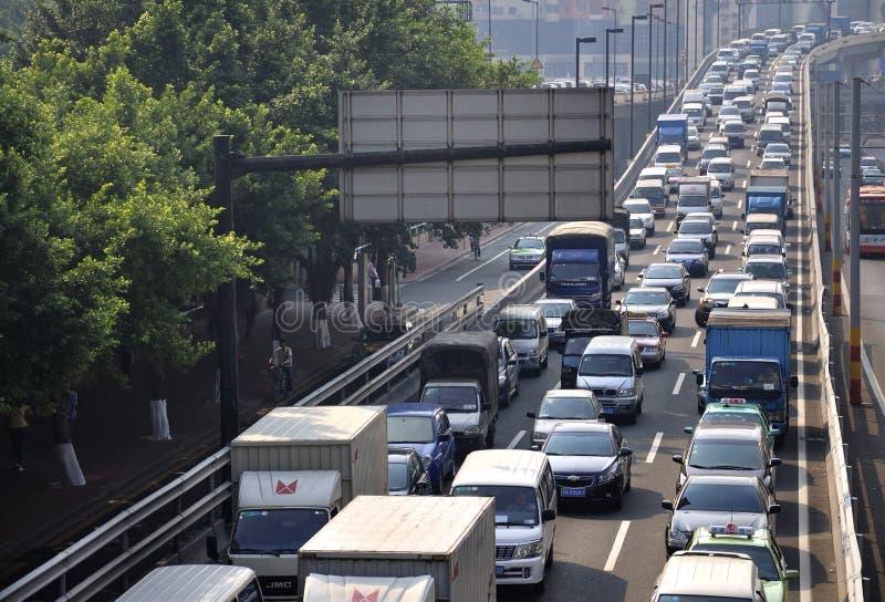 Pollution de bourrage de circulation dense de Guangzhou et atmosphérique images libres de droits