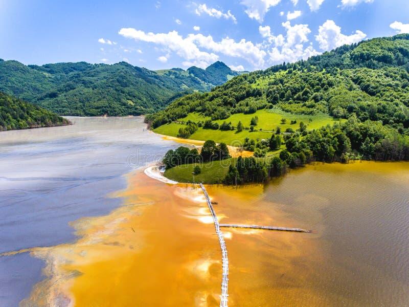 Pollution de cyanure au lac Geamana près de Rosia Montana photographie stock libre de droits