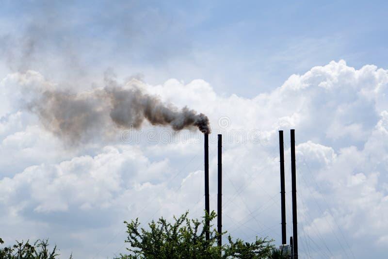Pollution industrielle de fumée d'air image libre de droits