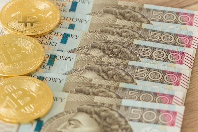 Polnisches Geld und bitcoin stockfotos
