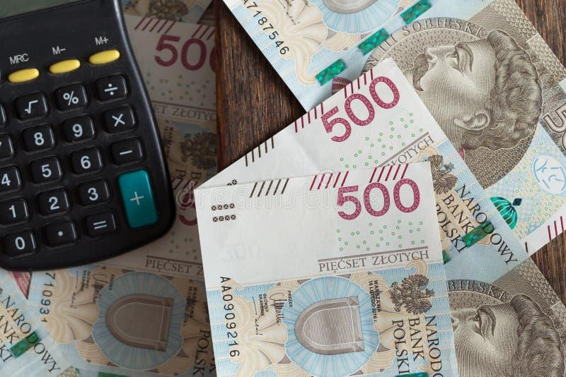 Polnisches Geld/Zloty/hohe Nominals mit Taschenrechner stockfotografie