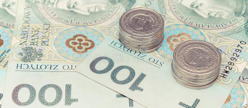 Polnisches Währungsgeld, -banknoten und -stapel Münzen lizenzfreie stockbilder