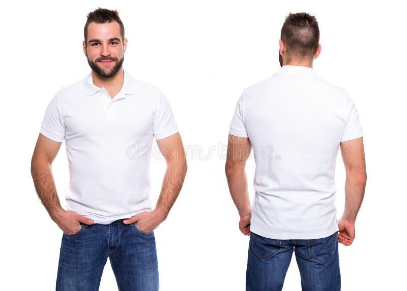Polo blanc sur un calibre de jeune homme photos stock