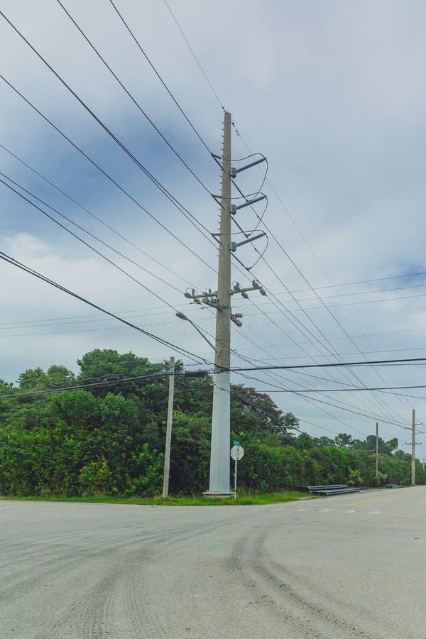 Polo de teléfono en los cruces, cerca de Key West, la Florida, los E.E.U.U. foto de archivo
