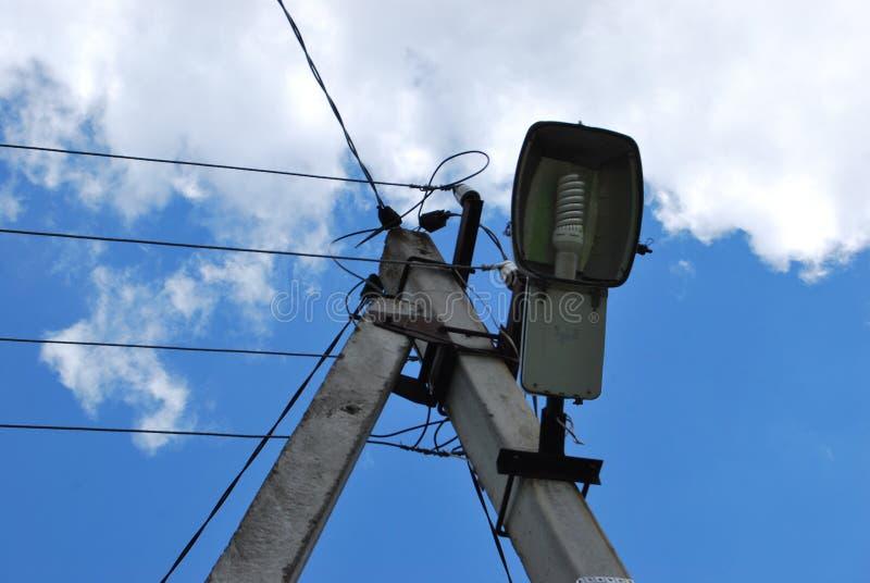 Polo y lámpara eléctricos imagen de archivo libre de regalías