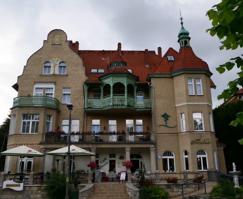 Polonia, Kudowa Zdroj - 18 de junio de 2018: Vista del hotel Amalia imagen de archivo