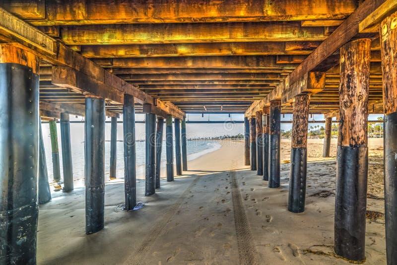 Polos de madera debajo de un embarcadero imagen de archivo libre de regalías
