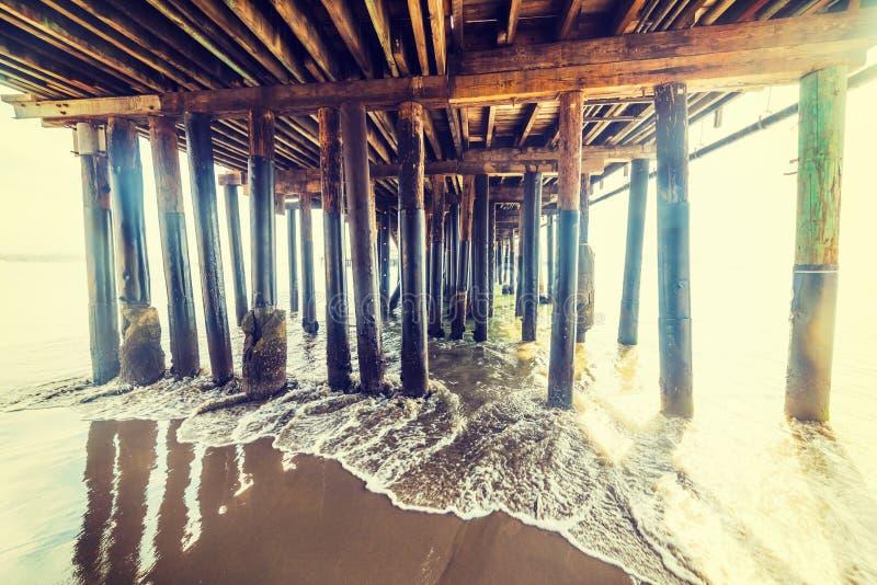 Polos de madera en el embarcadero de Santa Barbara imagen de archivo libre de regalías