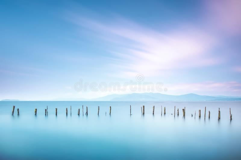 Polos e água macia na paisagem do mar Exposição longa fotos de stock royalty free