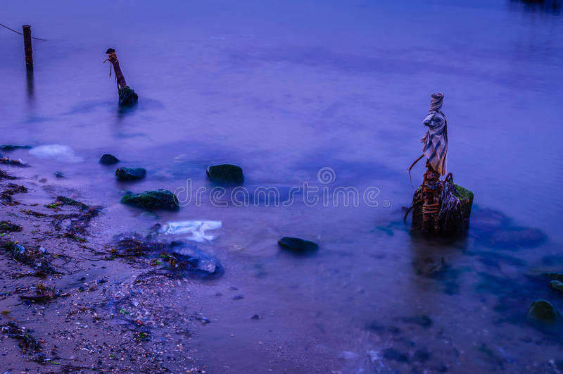 Polos oxidados no mar imagens de stock royalty free