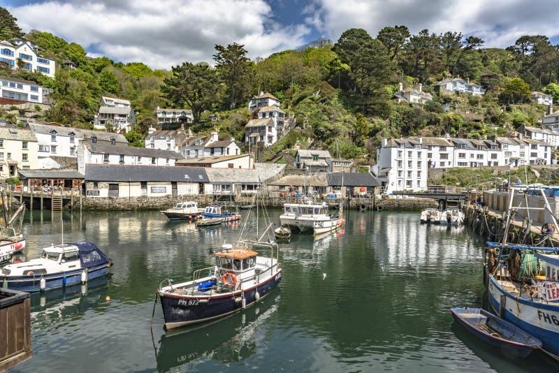 Polperro les Cornouailles Angleterre le 15 mai 2016 : Une belle vue d'un des villages de pêche les plus pittoresques des Cornouai photographie stock libre de droits
