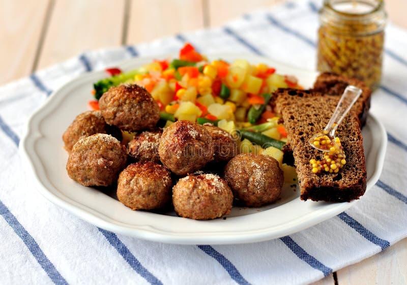 Polpette della carne di maiale con le verdure fotografia stock libera da diritti