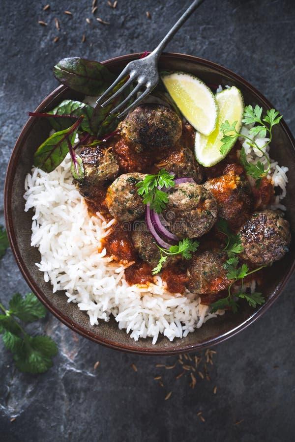 Polpette indiane in salsa di curry fotografie stock libere da diritti