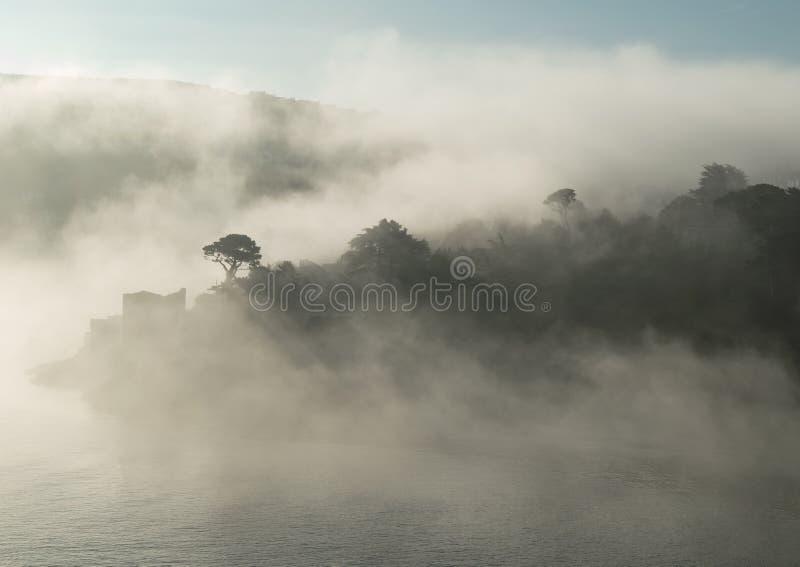 Polruan Cornwall UK w mgle obrazy stock