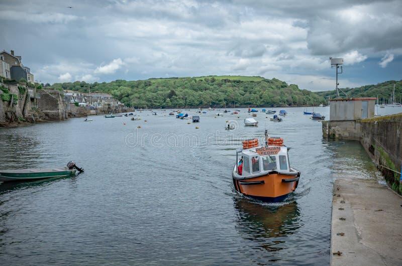 Polruanveerboot op het zuiden van Cornwall stock foto's