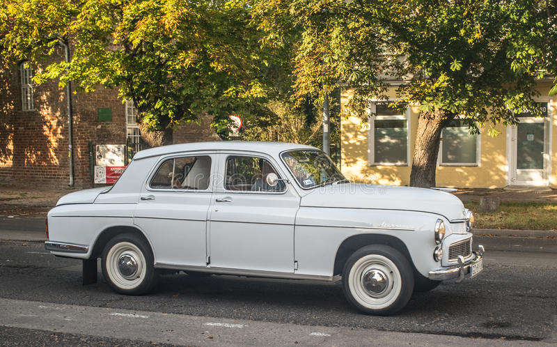 Polsk bil Warszawa för klassiker arkivbild