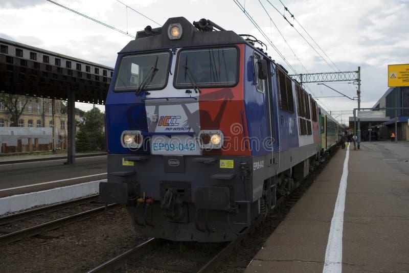 Polsk elektrisk lokomotiv EP09 arkivfoto