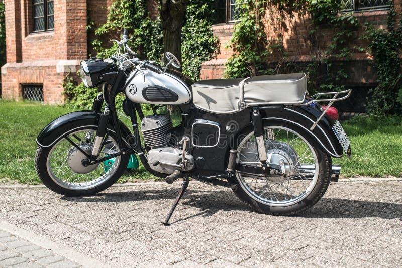 Polsk motorcykel SHL för klassiker royaltyfri bild
