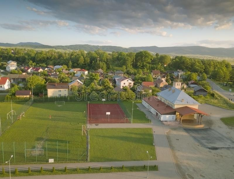 Polska 镇的全景从鸟` s眼睛视图的 从quadrocopter或寄生虫的全景图片 搬运工旅团的地点 库存照片