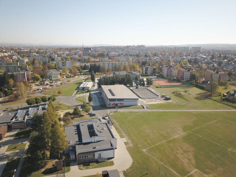 Polska 镇的全景从鸟` s眼睛视图的 从quadrocopter或寄生虫的全景图片 搬运工旅团的地点 免版税库存图片