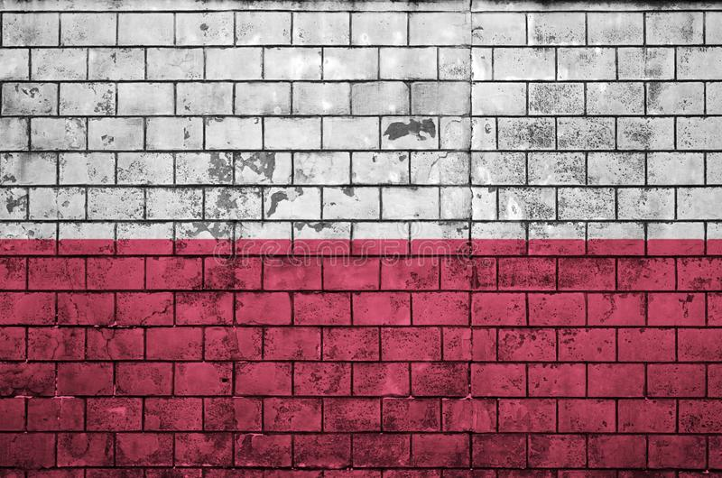 Polska flaga maluje na starym ściana z cegieł fotografia stock