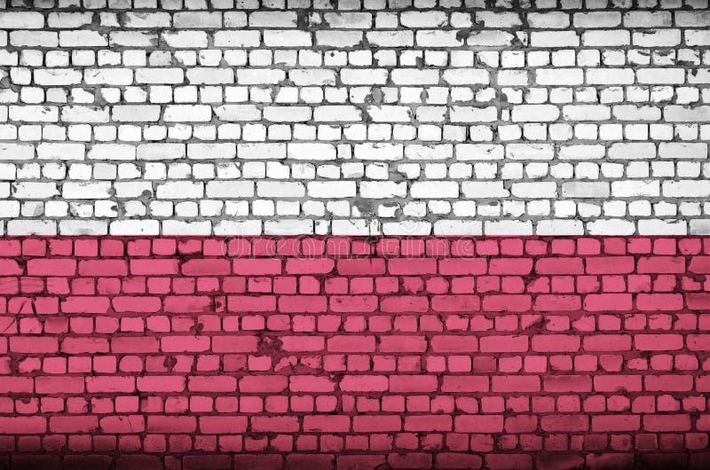 Polska flaga maluje na starym ściana z cegieł zdjęcia stock