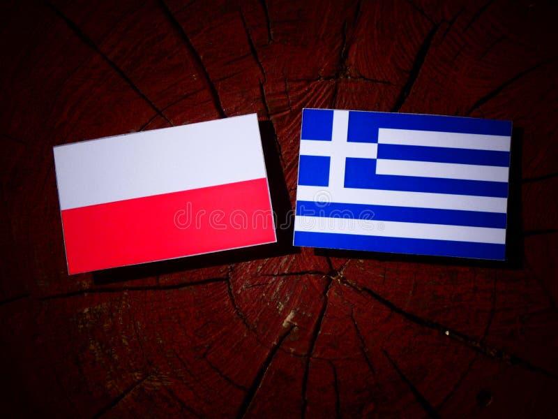 Polska flaga z grek flaga na drzewnym fiszorku odizolowywającym obraz royalty free