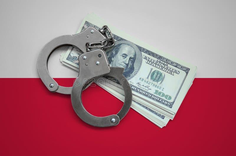 Polska flaga z kajdankami i plik dolary Waluty korupcja w kraju pieniężni przestępstwa obraz stock