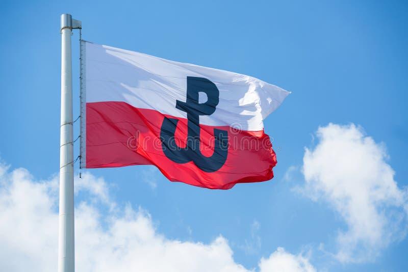 Polska flaga z symbolem Polski bój zdjęcie stock