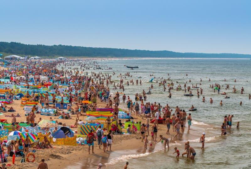 Polska - zatłoczona plaża w lecie obrazy royalty free
